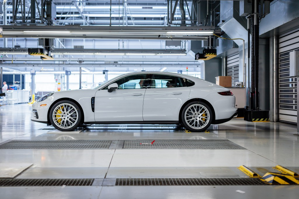 Assembly line testing area Panamera